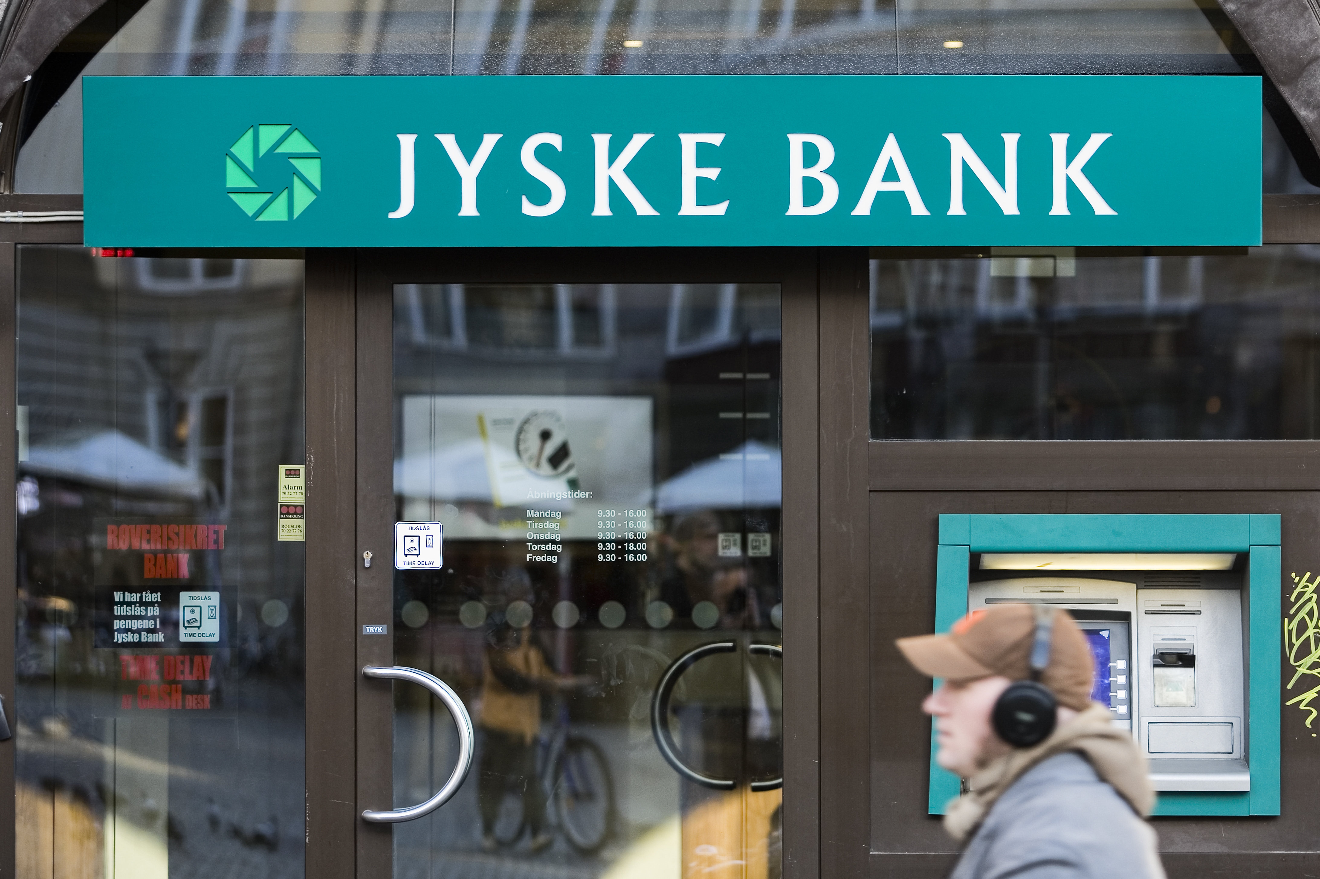 jyske bank essay When the best essay contributions are selected, dong energy, jyske bank, and carlsberg group will invite some of the best essay writers to participate in exclusive events at their headquarters.